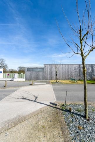 Jaouen Raimbault Architectes, vestiaires, Bourgneuf la Forêt(53)